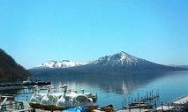 支笏湖から望む樽前山
